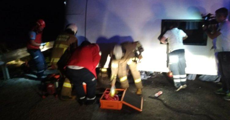Bandırma'da yolcu minibüsü devrildi: 10 yaralı