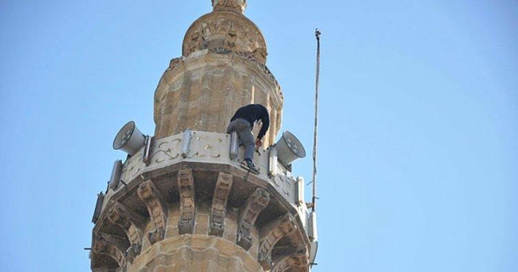 İntihar için minareye çıktı
