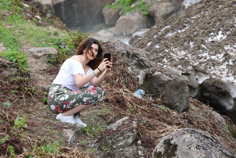 Çığ kütlesinde tehlikeli selfie
