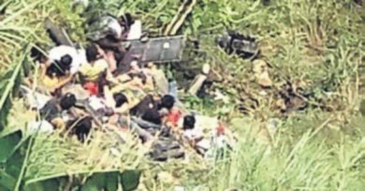 Filipinler'de otobüs kazası: 24 ölü Uçak tekerleksiz indi