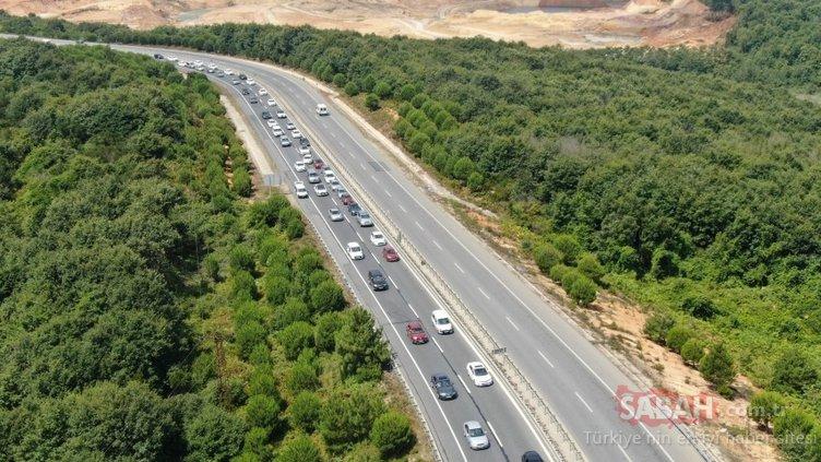 Şile'ye tatilci akını; Kilometrelerce kuyruk oluştu