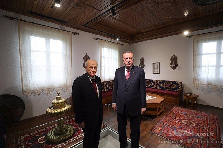 SON DAKİKA... Tarihi günde Yaslıada Başkan Erdoğan ve Bahçeli'yi ağırladı: Liderler Demokrasi Ve Özgürlükler Adası'na yapılan camiyi gezdi.