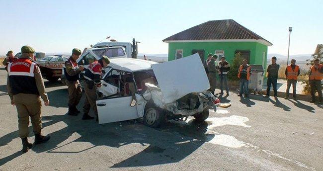 Yol kontrolü yapan polislere otomobil çarptı