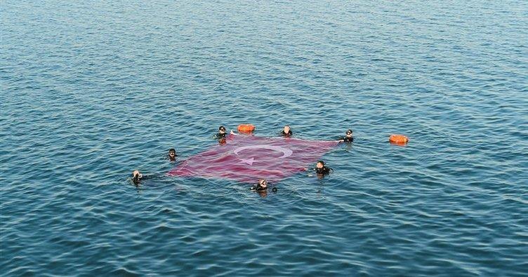 İznik Gölü'nün ortasında Türk bayrağı açıldı!