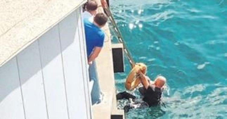 Denize atlayan turisti Rumen turist kurtardı