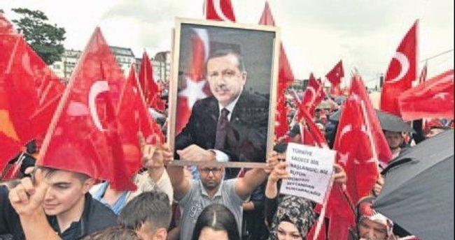 Avrupa'daki Türkler teröre karşı meydanlarda olacak