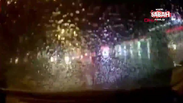 Otomobilinin camına buz kütlesi düşen akademisyenin zor anları kamerada | Video