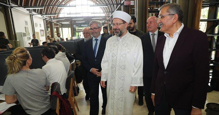 Diyanet İşleri Başkanı Erbaş, Millet Kıraathanesi'ni Ziyaret Etti