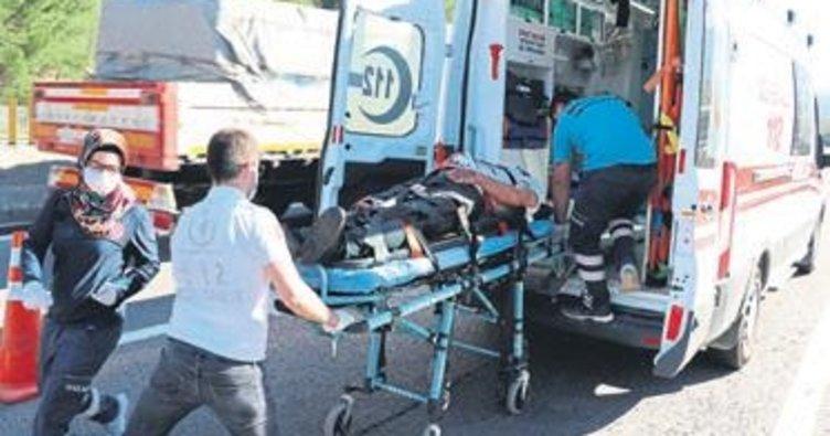 TIR'a arkadan çarptı baba ve kızı yaralandı
