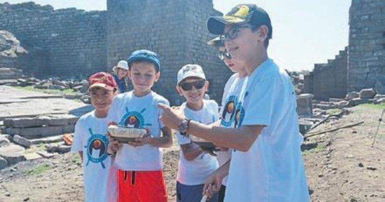 Genç arkeologların antik kent macerası