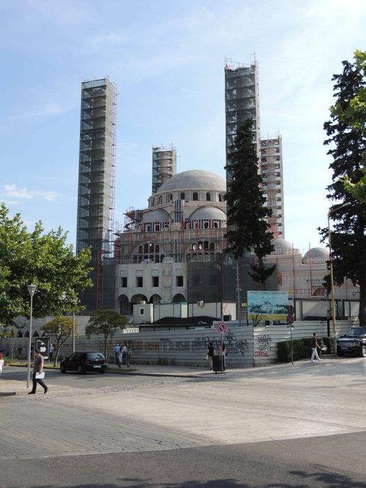 Balkanlar'daki en büyük camide sona doğru