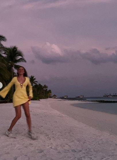 Serenay Sarıkaya tatil pozlarına devam ediyor... Serenay Sarıkaya Maldivler'den paylaştı sosyal medya alev aldı!