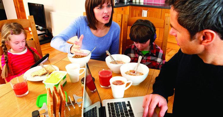 Anne babaların stresi çocukları nasıl etkiliyor?