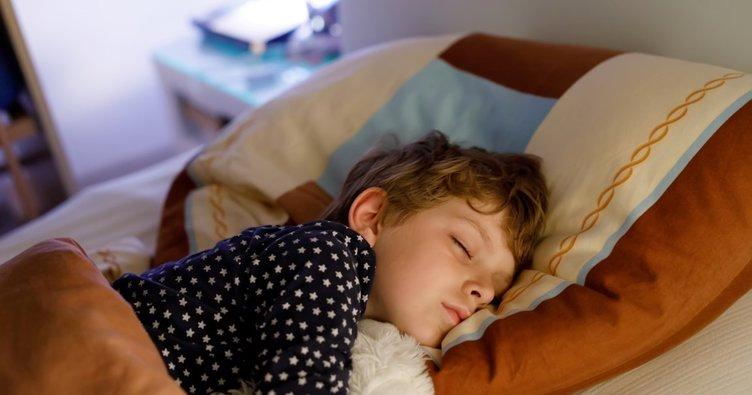 Tatilden okula geçişte çocuklarda uyku düzeni nasıl sağlanır?