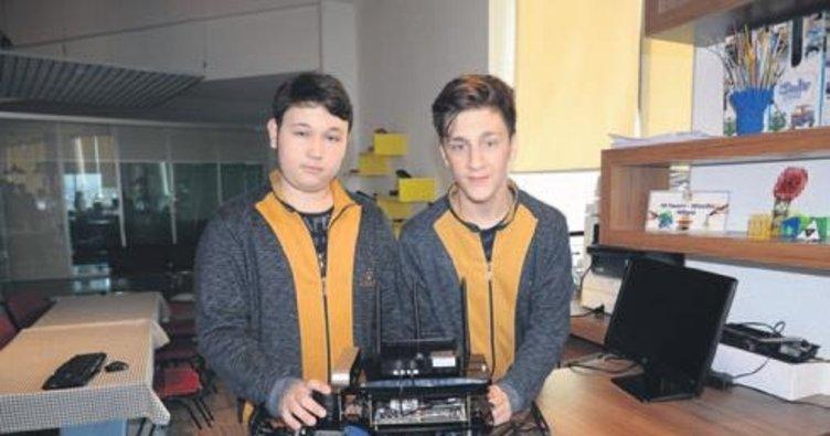 Liseli öğrenciler sürücüsüz araç tasarladı