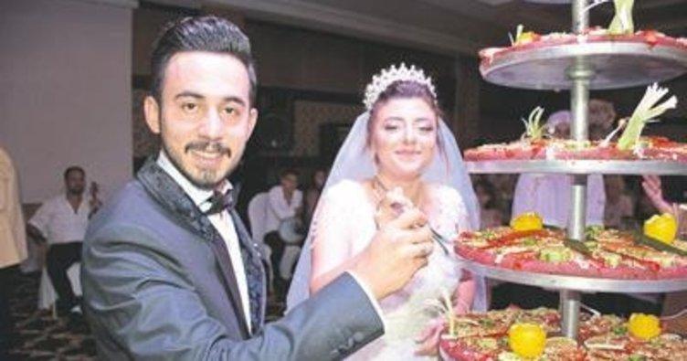 Düğünde yaş pasta yerine çiğ köfte