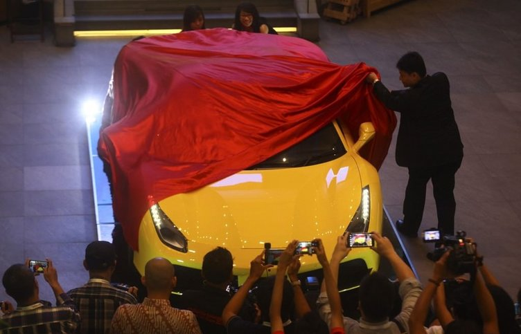 Ferrari 488 Spider Endonezya'da tanıtıldı.
