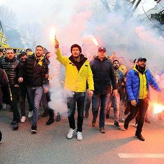 Fenerbahçeli taraftarlardan TFF'ye protesto