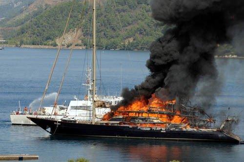 Marmaris'te yat yangını