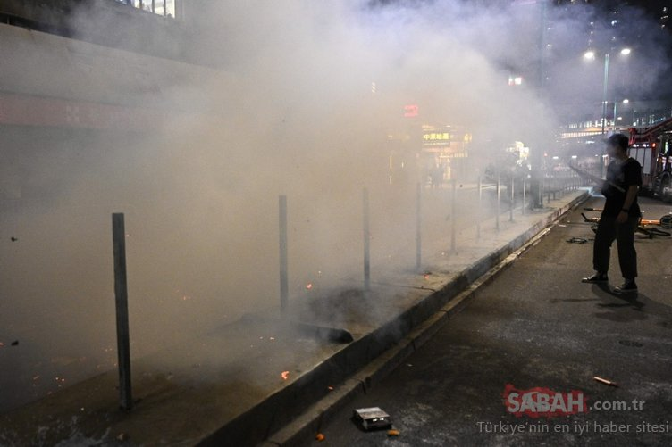 Metro istasyonu ve alışveriş merkezine saldırdı! Hareketli saatler...