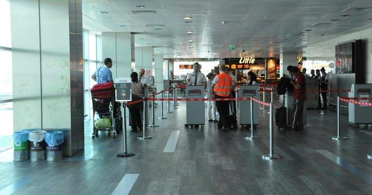 Havalimanında taşınabilir şarj cihazı patladı