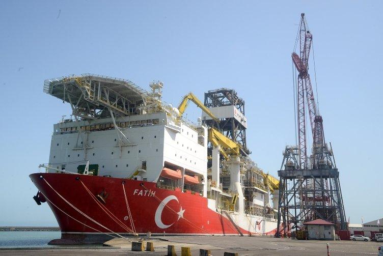 Türkiye'nin denizlerdeki gururu! Geminin son kulesi de yerleştirildi