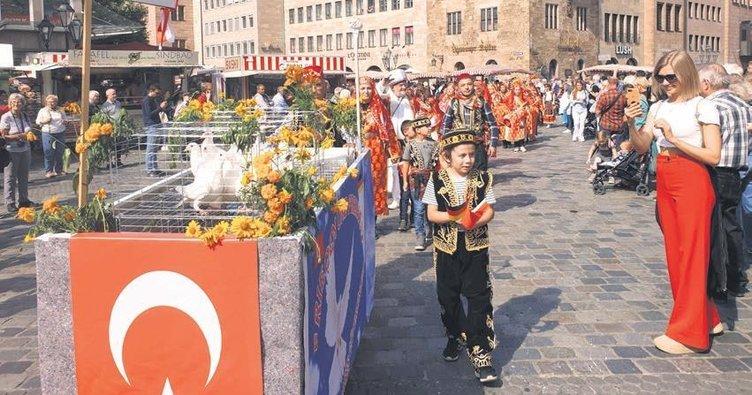 Nürnberg, Altın Kızlar ile şenlendi