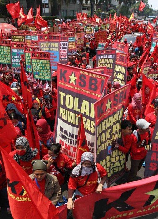İşçilerden düşük ücret protestosu