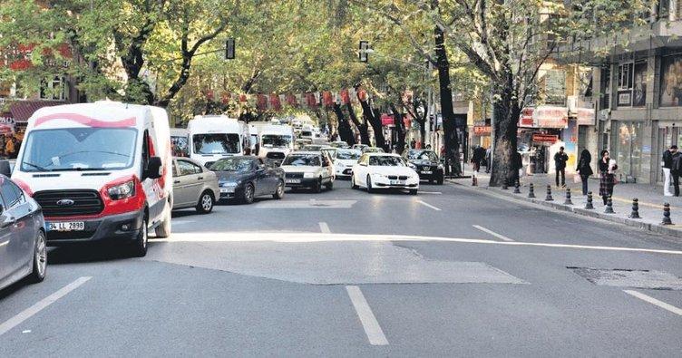 Kritik caddelere yol boyu otopark