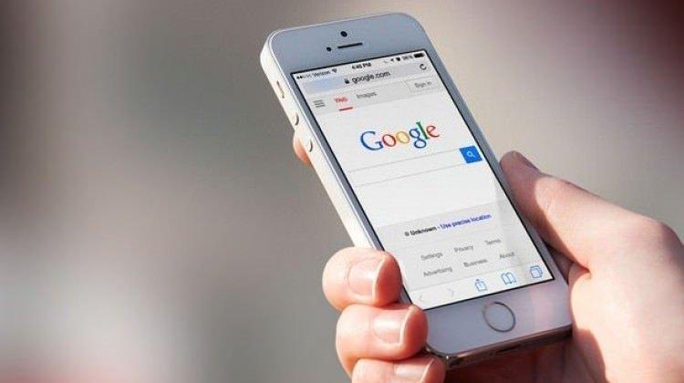 Google mobil aramada tasarım değişikliğine gitti