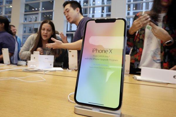 Apple üç yeni iPhone'la rakiplerini sollayacak!