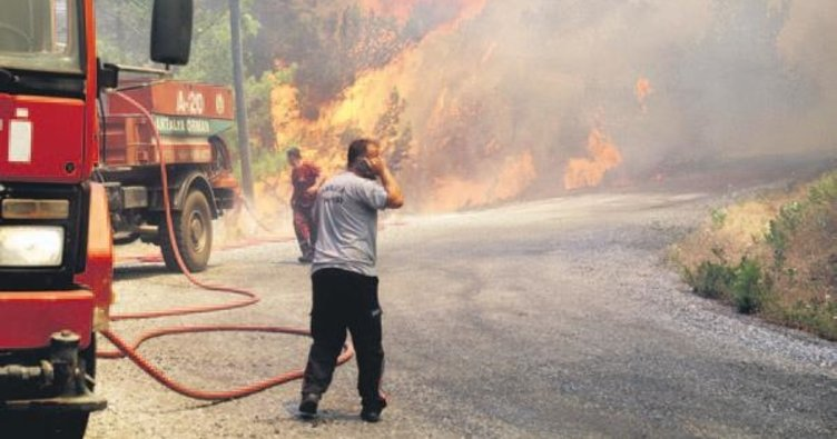 Orman yangınında 20 ev alevlere teslim