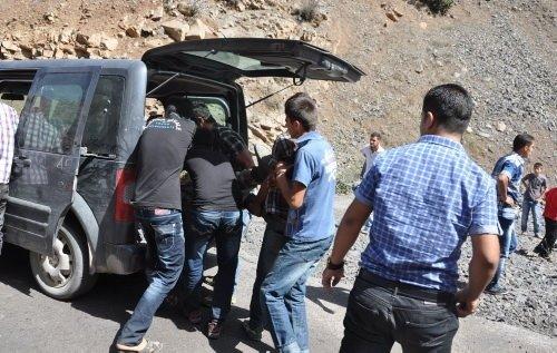 Uludere'de askerleri taşıyan minibüs kaza yaptı