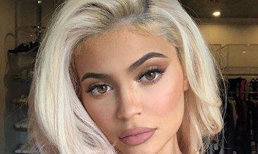 Kylie Jenner'in yılbaşı pozu beğeni rekoru kırdı!