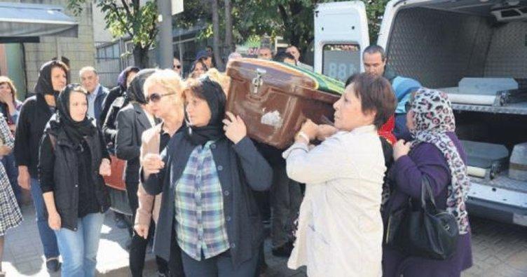Öldürülen kadının tabutunu kadınlar omuzladı