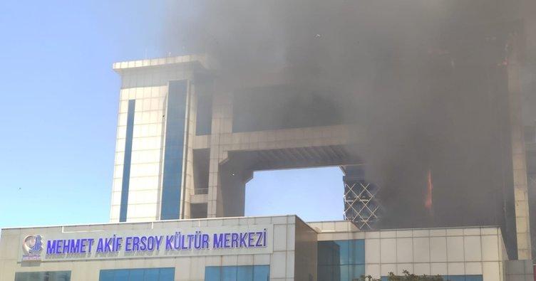 Son dakika: Bayrampaşa'da kültür merkezinde yangın
