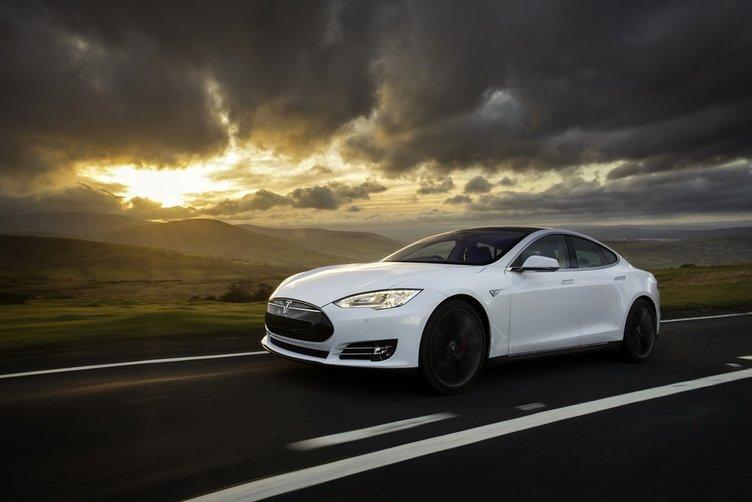 Tesla Supercharger'lar artık ücretli olacak