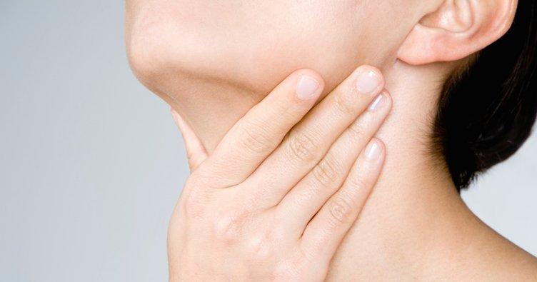 Boğaz ağrısına iyi gelen şeyler nelerdir? Evde boğaz ağrısına ne iyi gelir, yutkunamama problemi nasıl geçer?