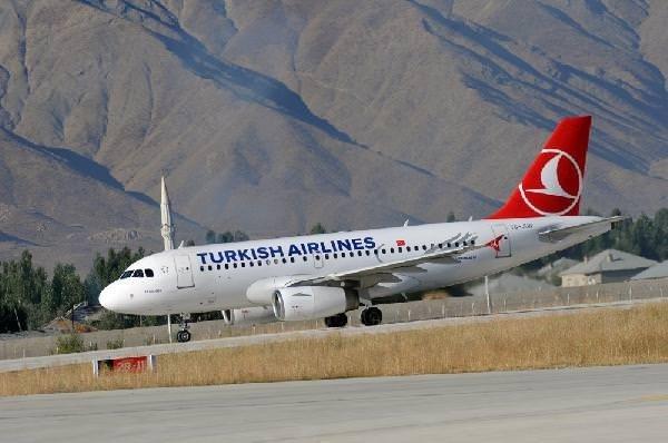 Yüksekova'ya 13 ay sonra ilk yolcu uçağı indi