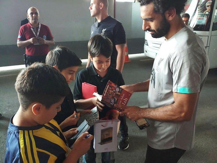 Çocuklardan Muhammed Salah'a anlamlı hediye
