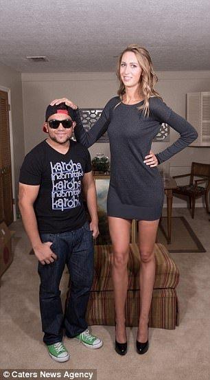En uzun bacaklı kadın