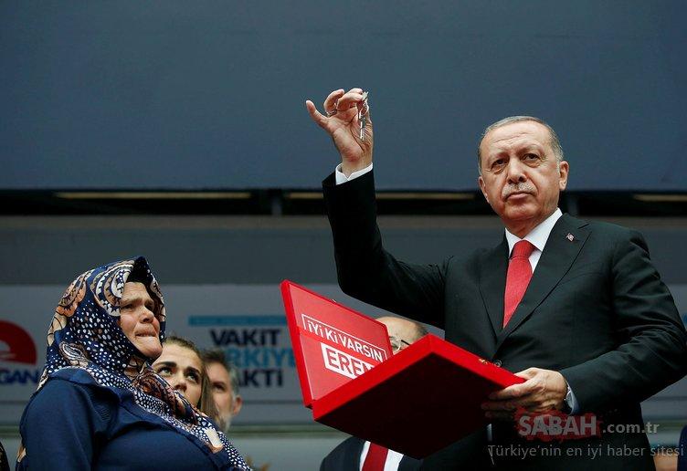Cumhurbaşkanı Erdoğan şehit Eren Bülbül'ün annesine hediye edilen evin anahtarını verdi
