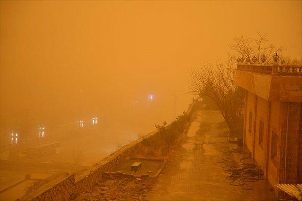 Toz zerrecikleri Güneydoğu'da hayatı olumsuz etkiliyor