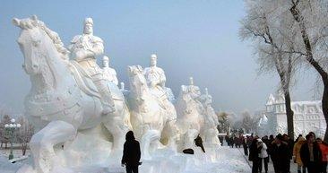 Kazakistan'da uluslararası buz heykelleri yarışması sona erdi