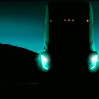 Tesla elektrikli tırı Semi'nin fiyatını açıkladı