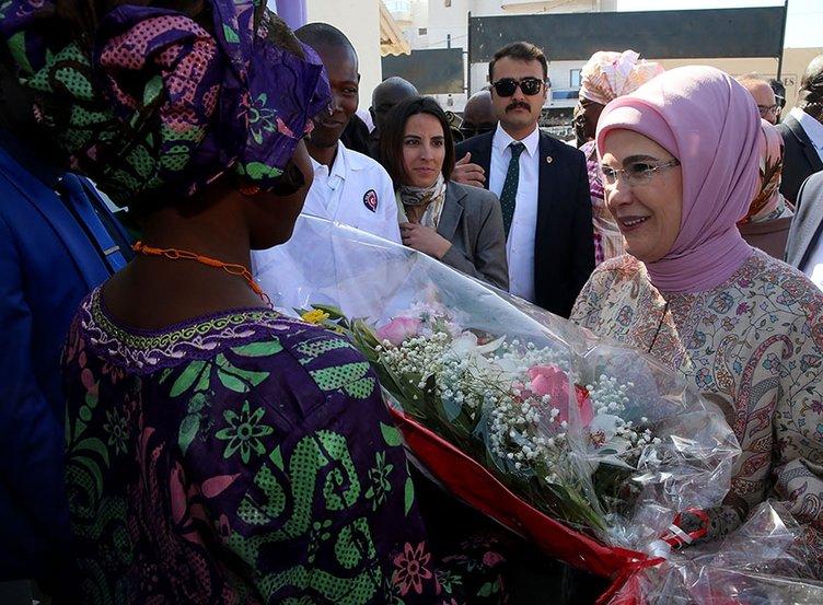 Emine Erdoğan Senegal'de Pikine Sosyal Pediatri Enstitüsü'nü ziyaret etti
