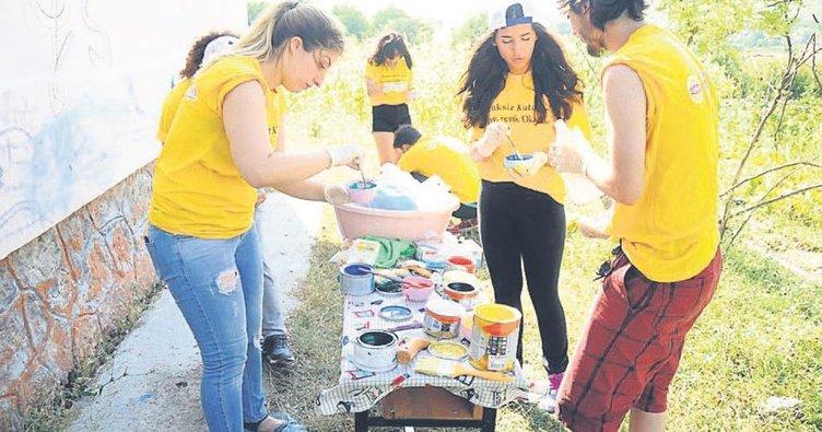Samsun'da köy okulu boyadılar