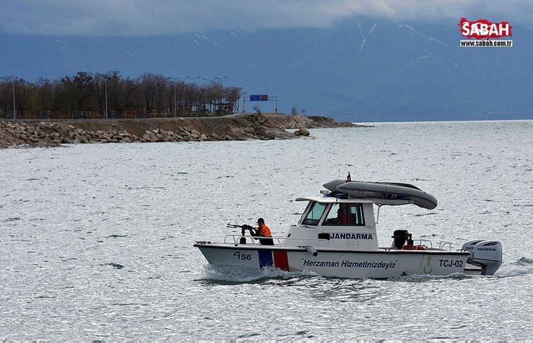 Jandarma Komutanlığı kaçak avcılara göz açtırmamak için hem kıyıda hem gölde nöbette!