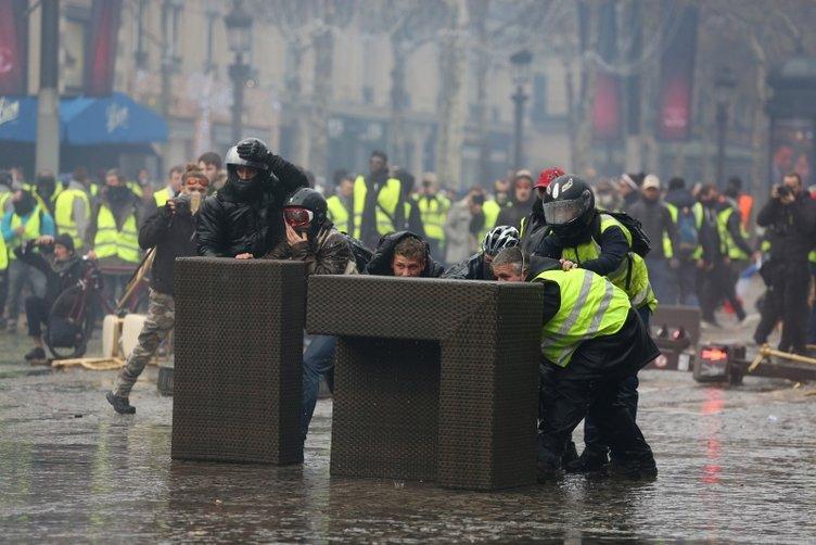 Fransa'da akaryakıt zammı protestoları sürüyor