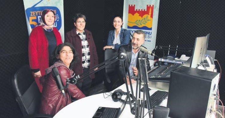 Sevilen radyo spikerleri Zeytinburnu'nda